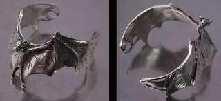 COSPLAY GOTHIC BAT VAMPIRE Silver Pewter/Metal Wrist Bracelet Bangle