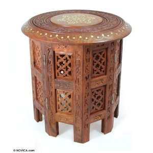Wood accent table, Daisy Crown Home & Kitchen
