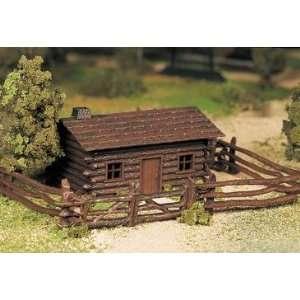 Bachmann 45982 Plasticville Log Cabin w/Fence Kit: Toys & Games
