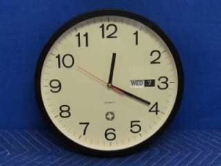 12.5 Wellgain Quartz 12 Hour Wall Clock with Day & Date TOP J8