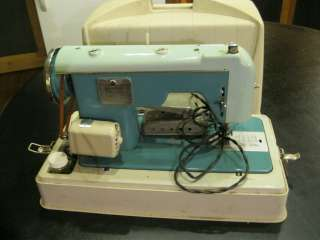 Sewmor Zig Zag Portable Sewing Machine 900 model Rare Works